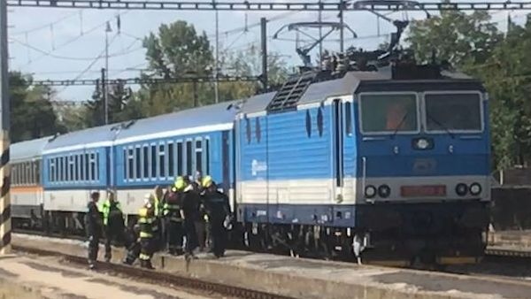 Vlak na okraji Prahy zabil člověka