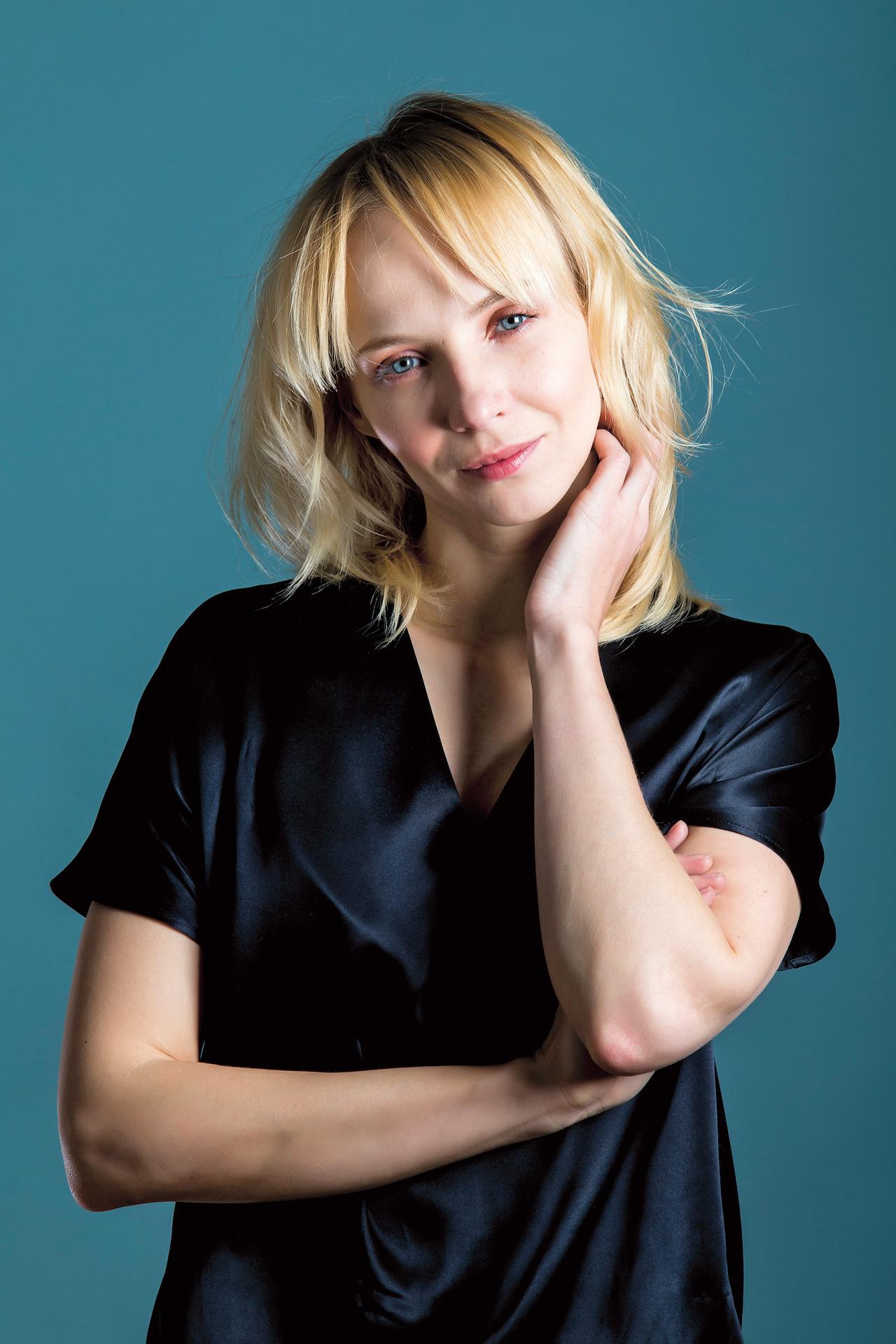 blond vlasy modré oči datování