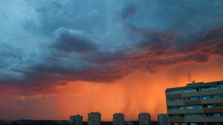Nebezpečí prudkých bouřek trvá, varovalimeteorologové