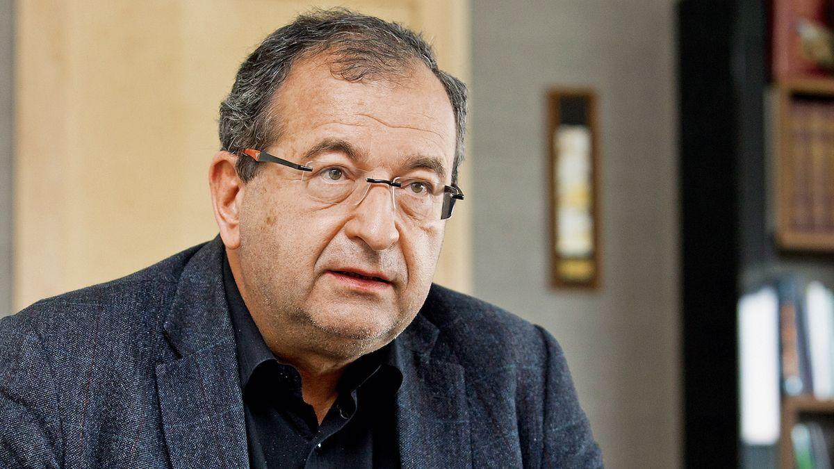 Deprese a sebevražedné myšlenky. Opatření a zákazy začínají Čechy deptat