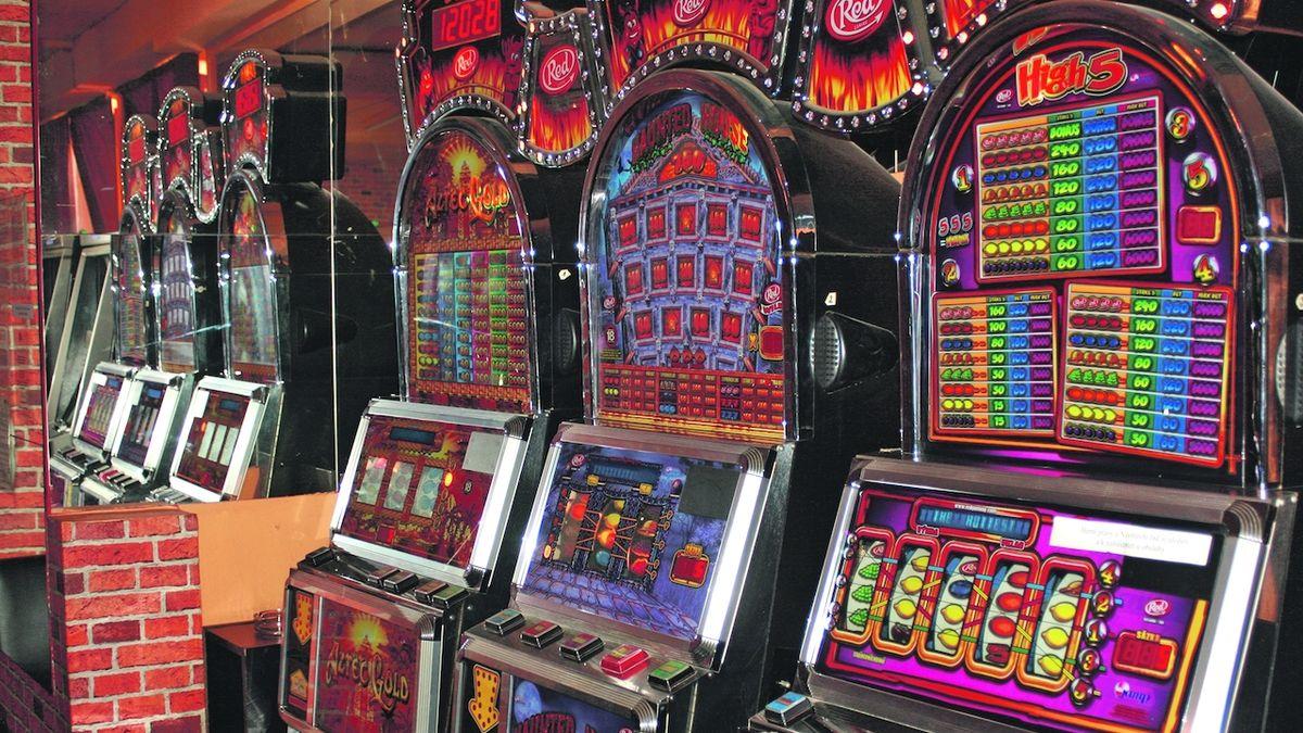 Praha chce úplně zakázat hrací automaty, mají zmizet i z kasin