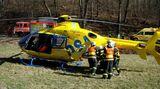 Dívka vypadla zbalkonu vKyjově, letěl pro ni vrtulník