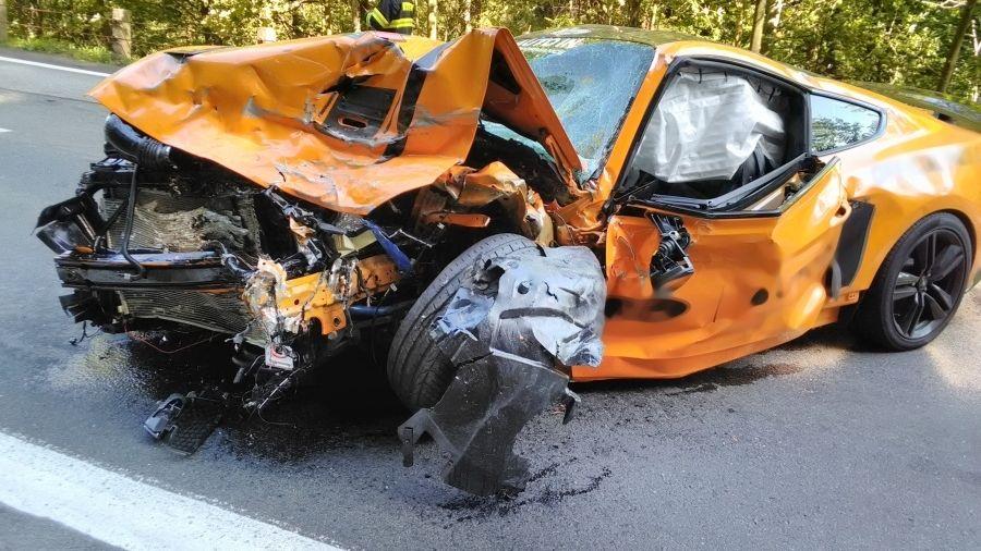 Policie obvinila řidiče mustangu za tragickou nehodu. Jel moc rychle
