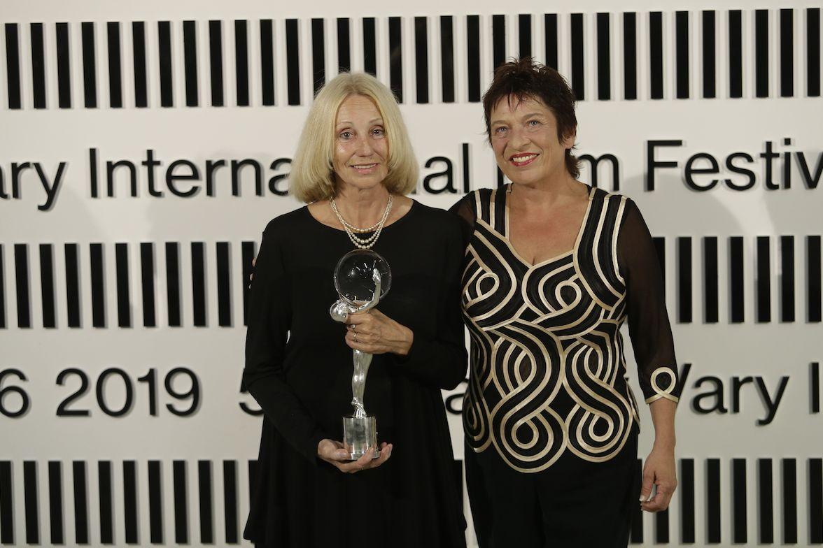 Dokumentaristka Olga Sommerová, s Diváckou cenou Práva, a filmová kritička deníku Právo Věra Míšková.