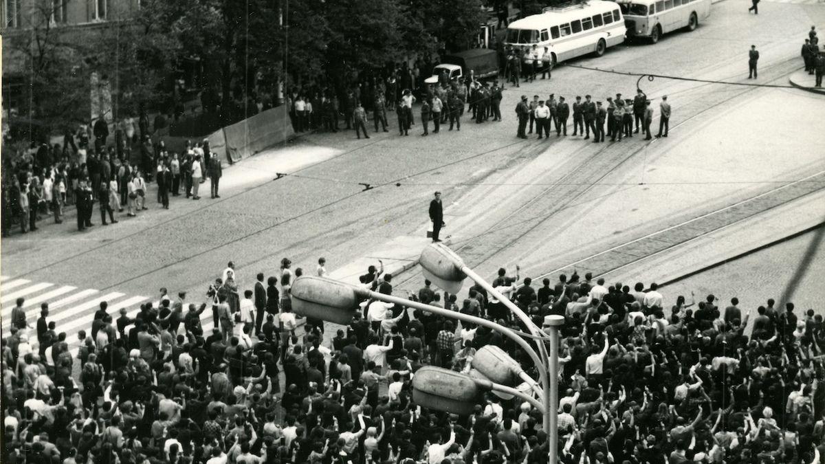 Oběti násilí ze srpna roku 1969 budou odškodněny, odklepla Sněmovna