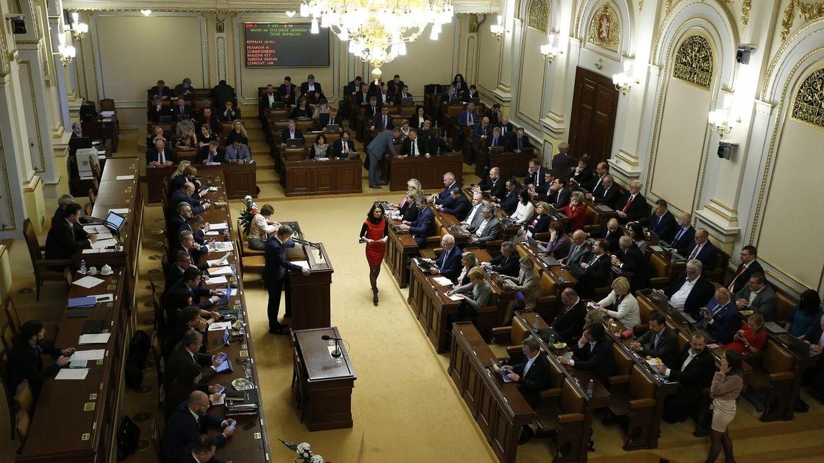 Sněmovna uzavírá dveře veřejnosti