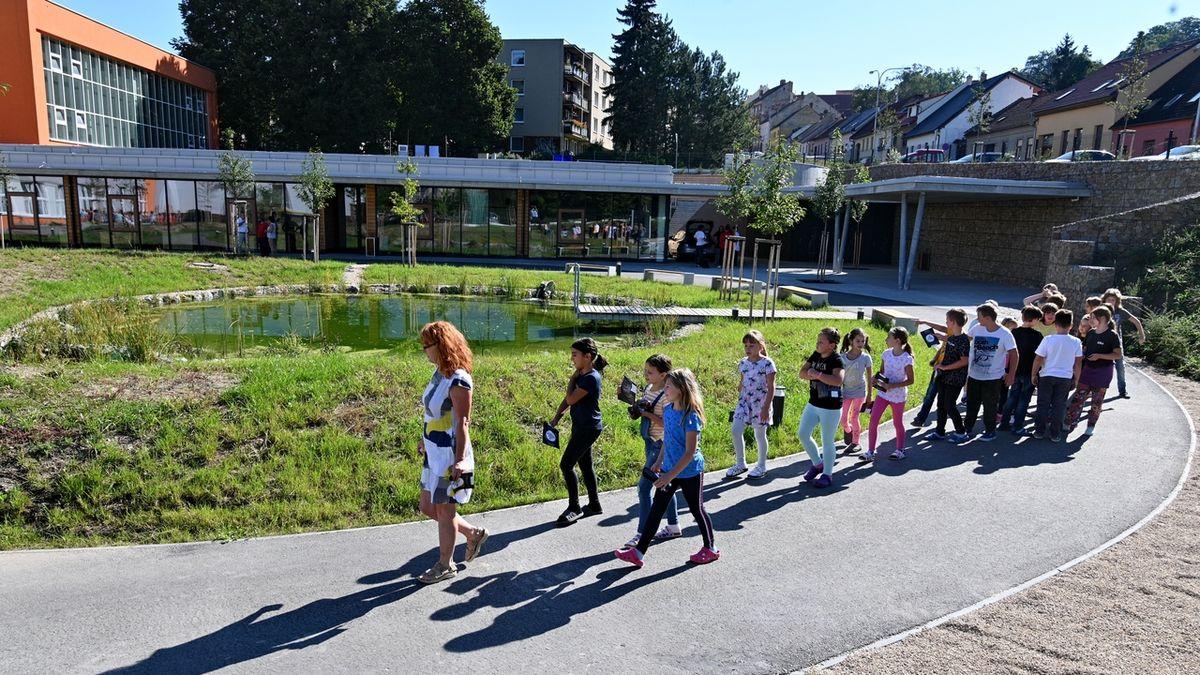 Největší tuzemská ZŠ je v Boskovicích. Má téměř 1400 žáků a 150 pedagogů