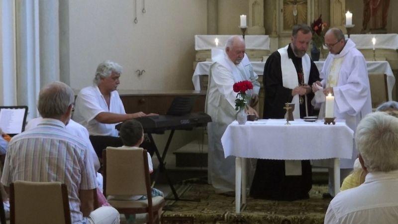 Ve Vráži proběhla ekumenická bohoslužba shudebními vstupy amilou dohrou