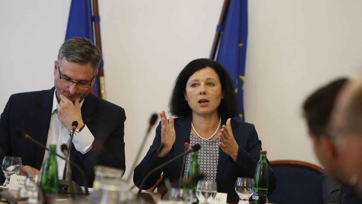Jourová chystá zprávu ostavu právního státu vzemích EU