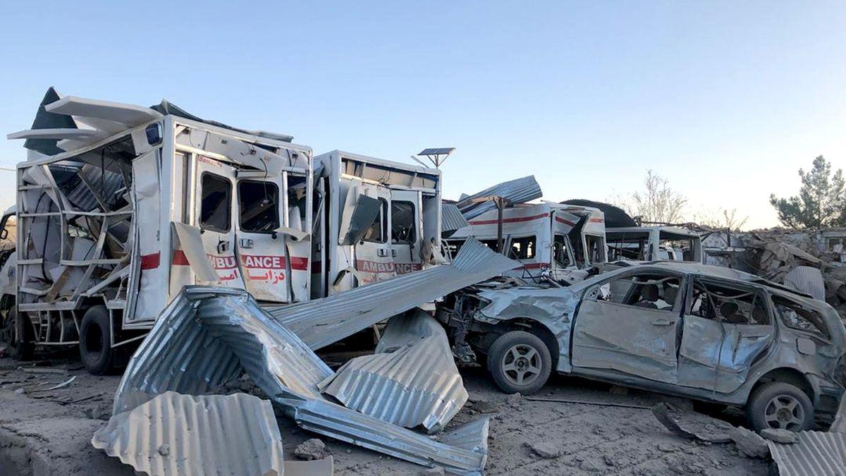 Krvavý atentát v Afghánistánu. Exploze mířená na vojáky vážně poničila nemocnici