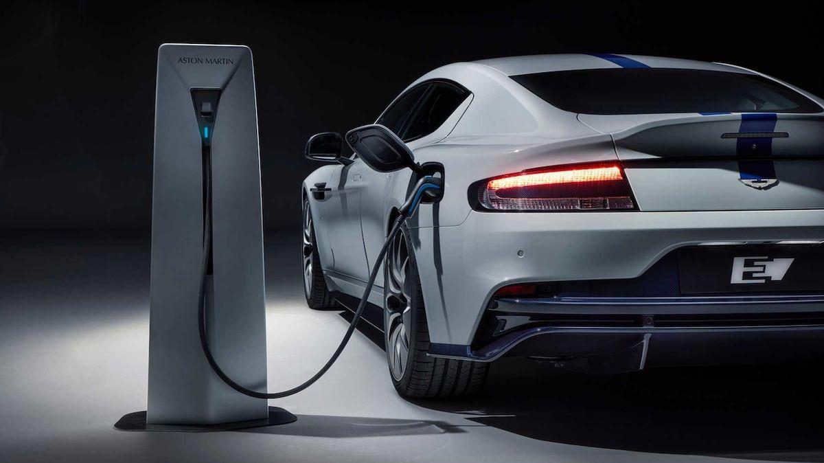 Aston Martin poutal na elektrický Rapide pět let. Skončí dříve, než se začal prodávat