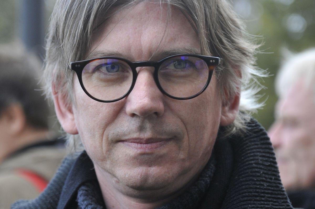 Režisér Jiří Strach na posledním rozloučení s hercem Jiřím Pechou