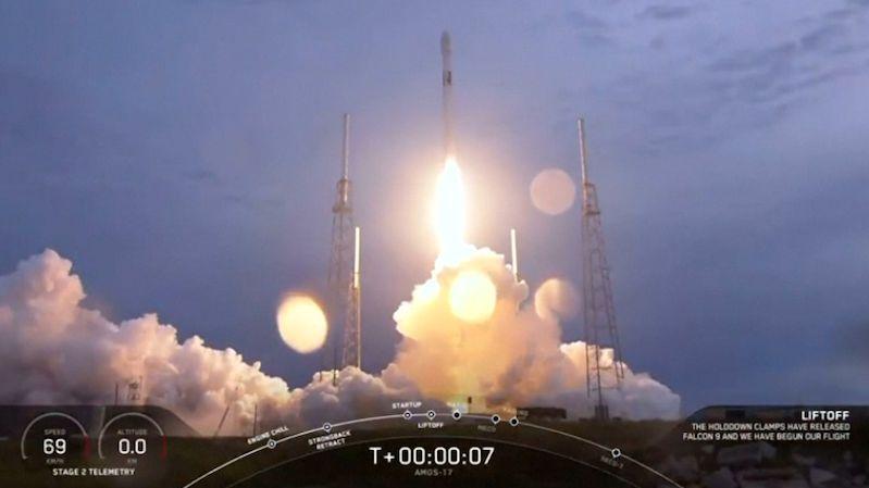 Falcon 9 vynesl na orbitu izraelský satelit. Tentokrát zadarmo
