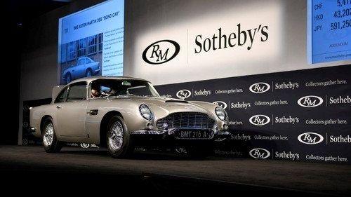 Vůz Jamese Bonda se prodal za 149 milionů
