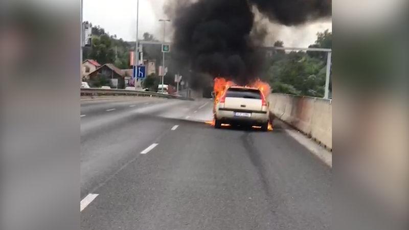 horké auto kouření
