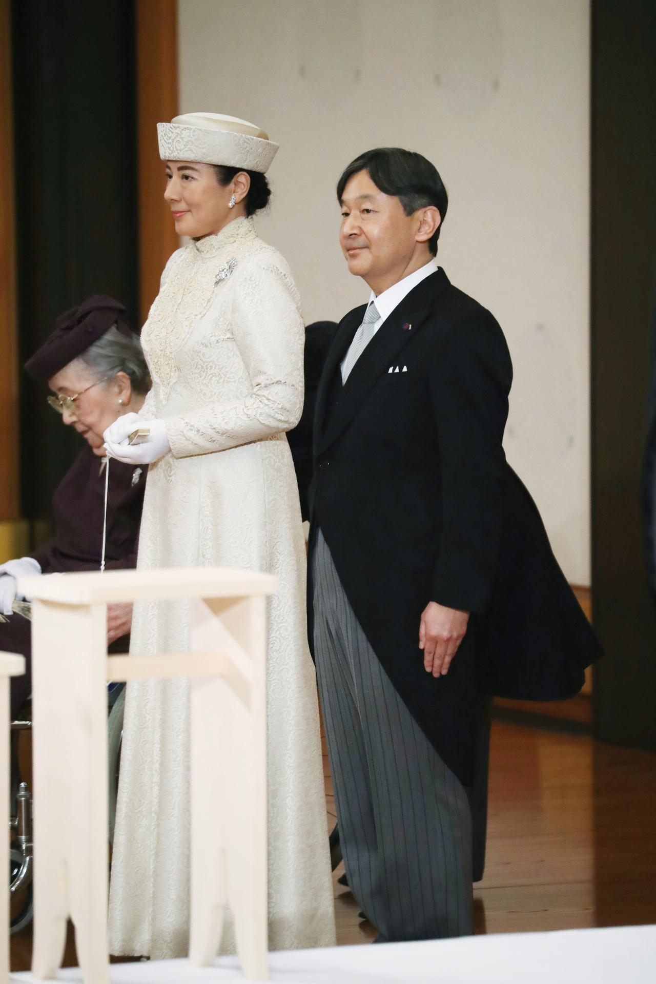 japonská manželka sex se synem starší černé porno