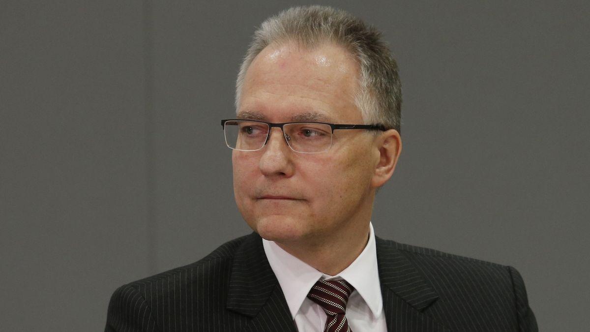 Vláda navrhne povýšení šéfa BIS Koudelky. Zeman to už pětkrát odmítl