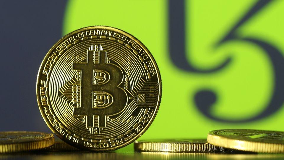 Bitcoin se vyhoupl k rekordní metě, jedna mince stojí 1,3 milionu korun