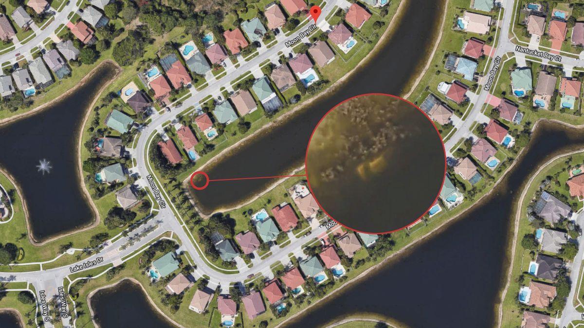 Auto s kostrou 22 let hledaného muže našli náhodou na satelitních mapách