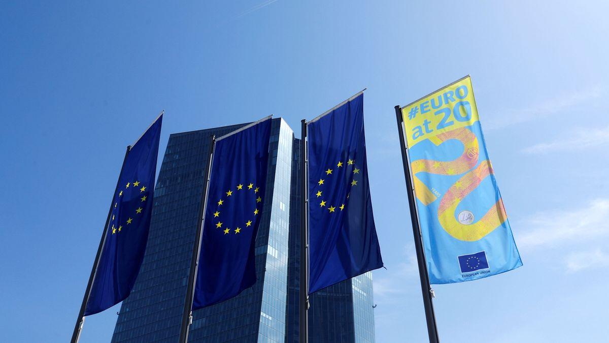 Inflace v eurozóně po devíti měsících klesla