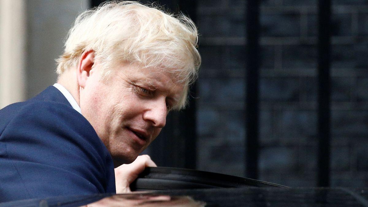 Johnson opět prohrál, parlament odmítl pauzu kvůli jeho straně
