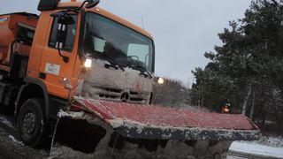 Sníh a ledovka komplikují dopravu, D1 byla na Prostějovsku uzavřena