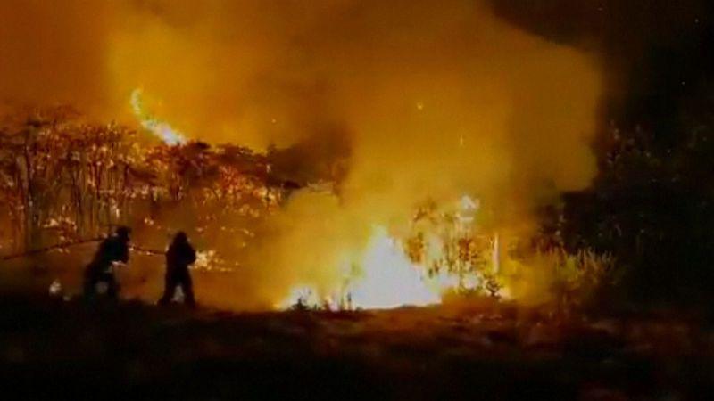 Požár na Gran Canarii se nedaří zkrotit, evakuovali 8000 lidí