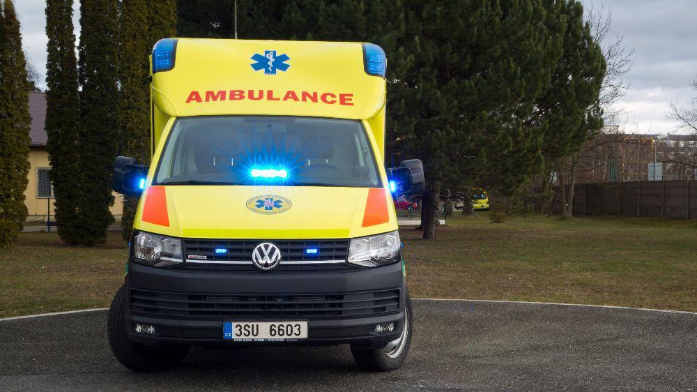 Zdrogovaný řidič BMW srazil u Kolína cyklistu. Muž zemřel