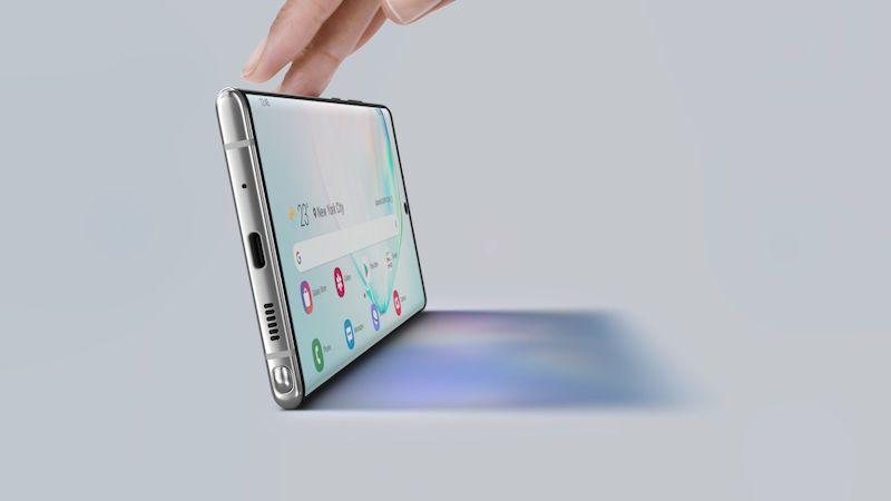 Moderní mobily se všemi odolnými skly nefungují. Kvůli čtečkám otisků prstů