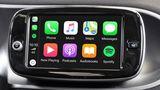 Apple CarPlay aAndroid Auto řidiče podle studie rozptylují víc než mobil nebo alkohol