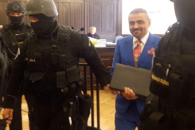 Podnikatele Zadeha přivedli k soudu ozbrojenci