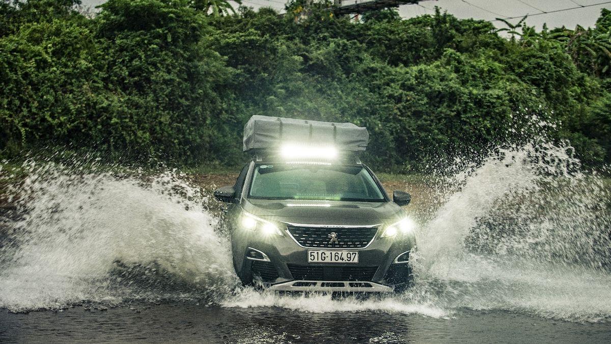 Je to teréňák i bez čtyřkolky, říká Peugeot o 3008 upravené pro Top Gear