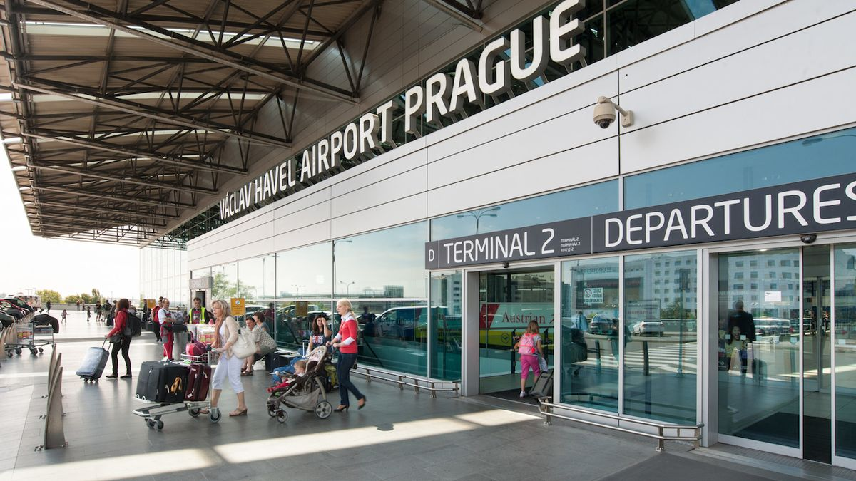 Praha plánuje velkokapacitní elektrobusy na letiště, postaví jim troleje