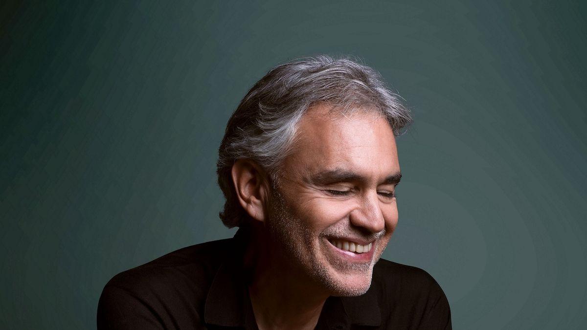 Andrea Bocelli označil koronavirová omezení za ponižující, vyzval k jejich porušování