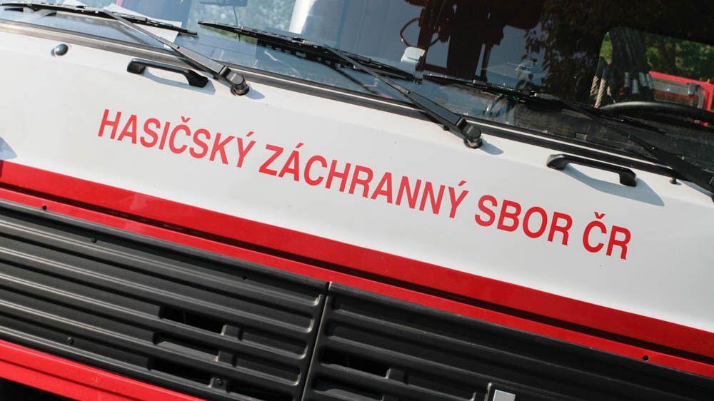 Při požáru chaty na Rakovnicku zemřel člověk