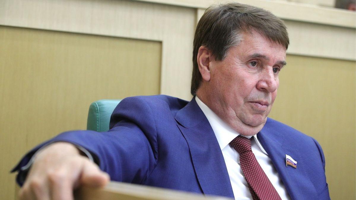 Ruský senátor volá po uvalení sankcí na Česko. Kvůli Koněvovu pomníku