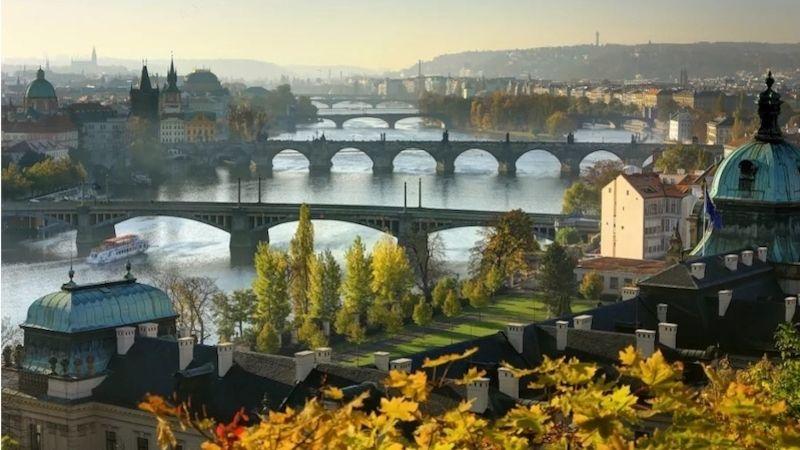 Co návštěvníci Vltavy nestihnou před Prahou, stihnou vPraze