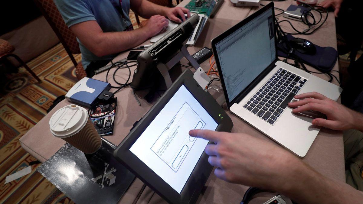 Hackerské útoky nejsou v Česku výjimečné. Čelily jim nemocnice, MZV i volební web