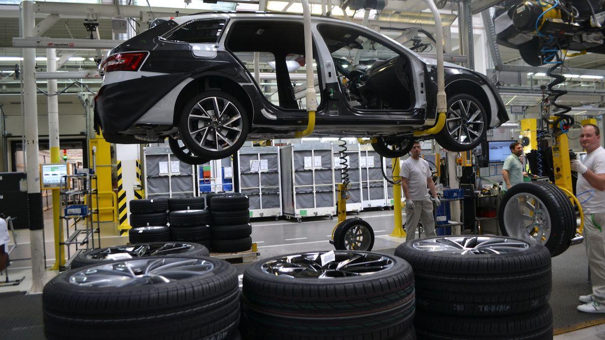 Prodej aut se propadl o 19 procent