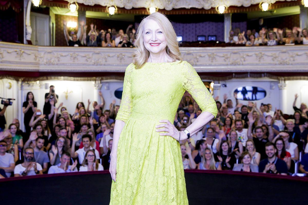 Patricia Clarksonová uvedla v karlovarském městském divadle svůj film Řidičský průkaz.