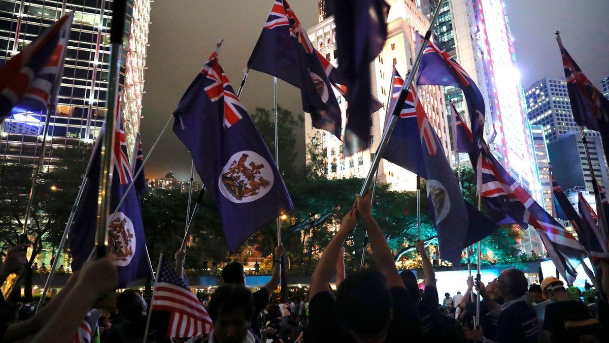 Hongkongu hrozí recese, vláda schválila stimulační balíček