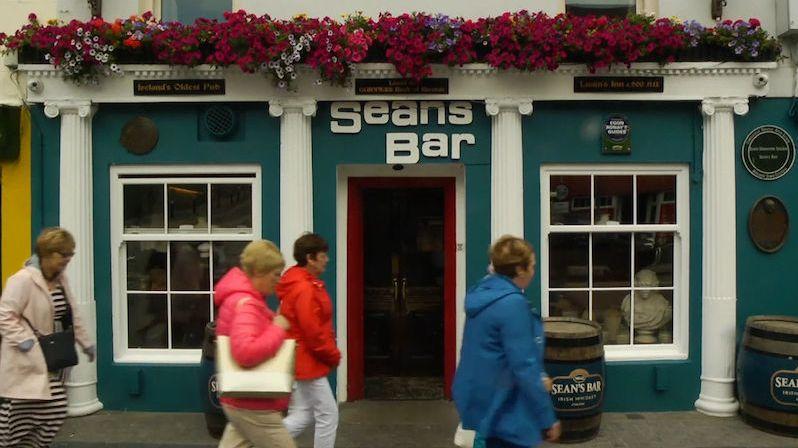 Irskou hospůdku navštěvují lidé z celého světa. Je zřejmě tou vůbec nejstarší