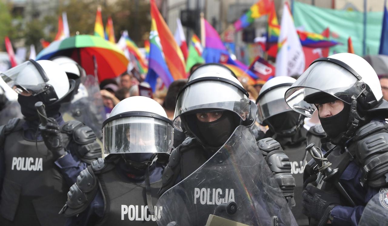Kde jinde hrozí gayům za sex trest?