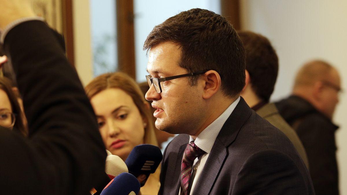 Šéf poslanců ČSSD kvůli Babišovi opatrně dloubl do ANO