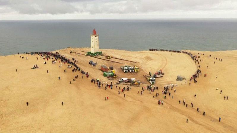 V Dánsku stěhovali populární historický maják