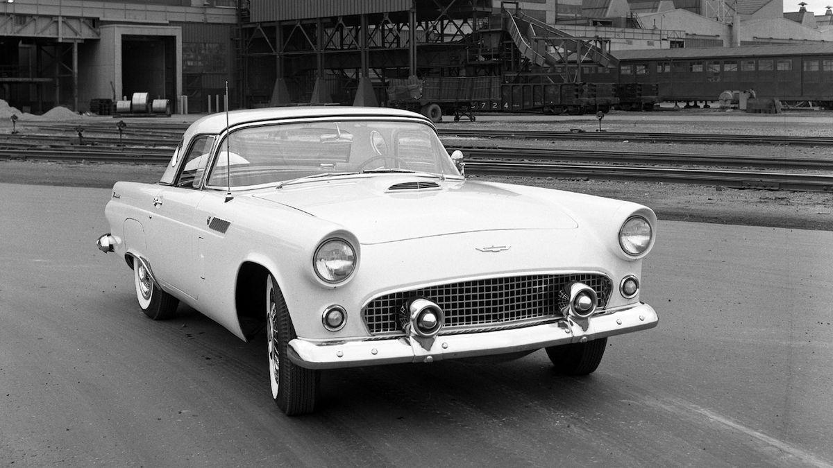 Ford obnovuje registraci slavného jména Thunderbird