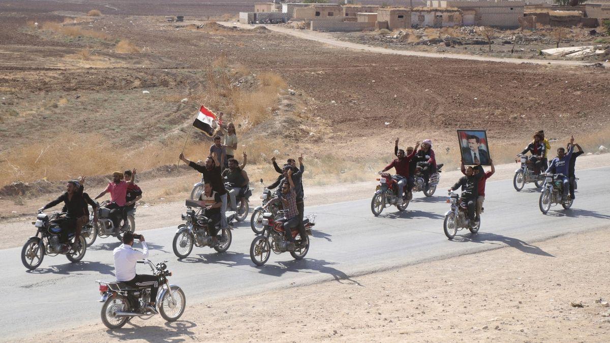 Rusové v Sýrii míří k turecké hranici, aby se Syřané a Turci nedostali k sobě