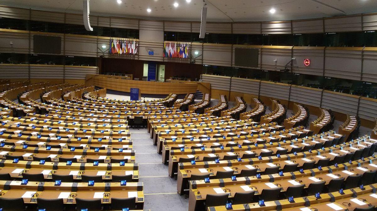 Útok na jednoho je útokem na všechny, reagují společně lídři europoslanců ke kauze Vrbětice