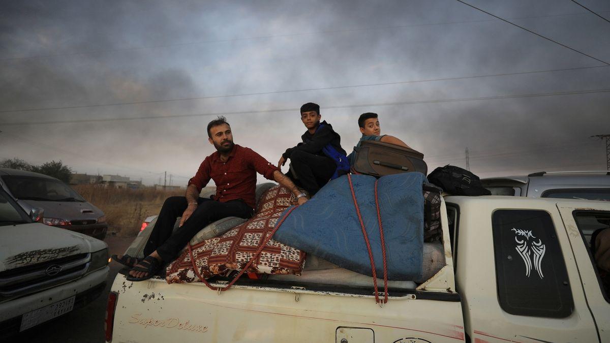 Ze severu Sýrie utíká před tureckou ofenzivou na 70 tisíc lidí