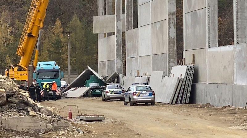 Na stavbě v bývalé Poldi Kladno spadla na dělníka betonová zeď